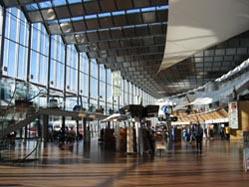 la grande sala centrale di un aeroprto svedese