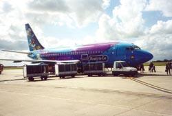 Un aeroplano sulla pista