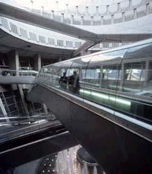 l'interno dell'aeroporto Charles De Gaulle di Parigi