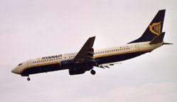 un aereo in atterraggio