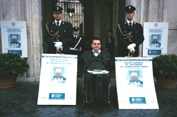 Il presidente del Fiaba, Giuseppe Trieste, tra due carabinieri